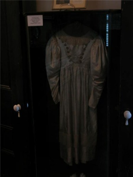 haunted-wedding-dress