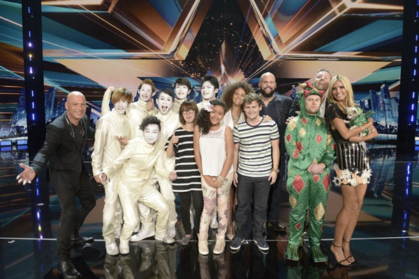 Pictured: (l-r) Howie Mandel, Siro-A, Alondra Santos, Samantha Johnson, Drew Lynch, Benton Blount, Piff the Magic Dragon, Paul Zerdin, Heidi Klum -- (Photo by: Virginia Sherwood/NBC)